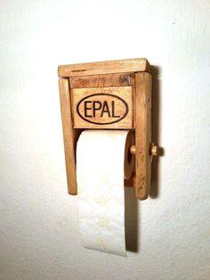 Möbel aus Paletten - Toilettenpapier Halter  de Das kunstHaus por DaWanda.com