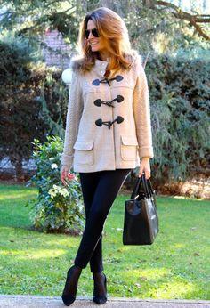 Fashion and Style Blog / Blog de Moda . Post: Sales : A warm jacket with style / Una chaqueta con estilo y calentita .More pictures on/ Más fotos en : http://www.ohmylooks.com/?p=26240 .Llevo/I wear: Jacket / Chaqueta : El Corte Inglés (Zendra) ; Leggings : Pull & Bear ; Sunglasses / Gafas de sol : Navarro óptico ; Bag / Bolso : BARADA ; Shoes / Zapatos : Pilar Burgos