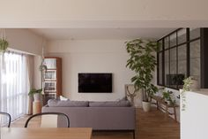 #リビング #ダイニング #キッチン #living #dining #kitchen #LDK #livingdiningkitchen #ソファ #チェア #ダイニングチェア #植物のある暮らし #室内窓 #リノベーション #EcoDeco #エコデコ #Y様邸清澄白河 Ldk, Oversized Mirror, Interior, Room, Furniture, Home Decor, Bedroom, Decoration Home, Indoor