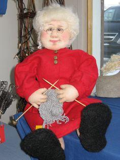 Joulumuori; valmistettu sukkatrikoosta. artdoll by Marja-Liisa Kujala