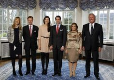First official picture of Prince Felix and fiancee Claire Lademacher with their parents; the Grand Duke Henri and Grand Duchess Maria Teresa of #Luxembourg are second and fifth from the left respectively.