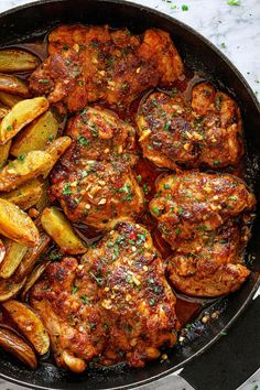 Garlic Butter Chicken Thighs and Baby Potatoes Skillet Garlic Butter Chicken Thighs with Baby Potatoes - - This easy one-pan chicken and potatoes recipe is SO simple and SO flavorful with its luscious garlic butter sauce! Easy Chicken Thigh Recipes, One Pan Chicken, Oven Roasted Chicken, Garlic Butter Chicken, How To Cook Chicken, Baked Chicken, Chicken Thigh Pan Recipe, Chicken Pan Recipes, Chicken Thighs Baked