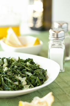 Horta (Steamed Greens with Fresh Lemon Juice and Olive Oil) [Greek Vegetarian]. Well, the horta I grew up on are dandelions which are a bit bitter♥ Vegetable Recipes, Vegetarian Recipes, Healthy Recipes, Vegetarian Salad, Meal Recipes, Yummy Recipes, Healthy Side Dishes, Side Dish Recipes, Greek Recipes