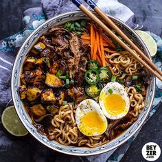 """Dinner time by BEYZER.com #beyzer #beyzeronline #onlinemagazine #magazine #blogger #blog #food #foodporn #kitchen #cooking #colourful #asianfood #egg…"""