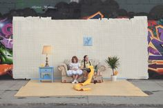 New York Street photoshooting environments, created with furniture left in the trash. Using the #setinthestreet hashtag, people can create their portraits  #installation #recycle