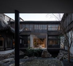 Image 30 of 35 from gallery of Sincere Hotel / Benzhe Architecture Design. Photograph by Shengliang Su Water Architecture, Chinese Architecture, Architecture Design, Chinese Courtyard, Japanese Rock Garden, Wuxi, Floating In Water, Loft Style, Ceiling Windows