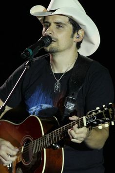 Not gonna lie I do have a crush on Brad Paisley