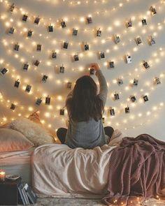 >> D I Y << inspiração para você fazer no seu quarto ** varal luminoso de fotografias l Via: @urbanoutfitters #quarto #painel #fotos #fotografia #photo #inspiration #wallart #parededecorada #varal #diy #living #bedroom #homeideas Garden Bedroom, Cozy Bedroom, Bedroom Ideas, Bedroom Apartment, Cozy Apartment, Design Bedroom, Bedroom Wall, Feminine Bedroom, Wicker Bedroom