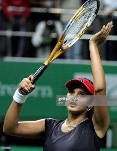 Katrina Kaif Bikini, Tennis Stars, Sports Stars, Badminton, India Beauty, Action Movies, Sport Girl, Tennis Racket, Indian Actresses