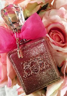 Pop open the bubbly 🍾🥂 Viva La Juicy Rose has arrived! Perfume Glamour, Perfume Store, Perfume Bottles, Daisy Perfume, Perfume Genius, Juicy Couture Charms, Make Up, Lotions, Rose Gold