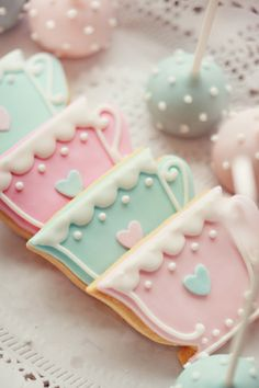 Love the cookies. Love the colors.