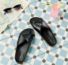 Fun in spring sandals: City trip  Got some serious exploring to do during the holidays? Go old school with these sturdy and stylish black sandals that work with just about every outfit. The only other accessories you'll need are a pair of sunglasses, a refreshing drink and, of course, a city map. Go explore!