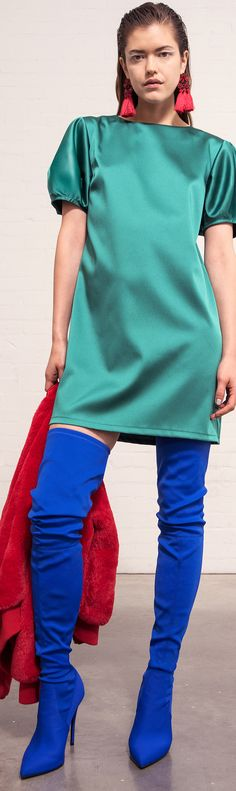 23 Tips for Mixed-Up Color-Blocked Outfits: Chic Unmatched, Mismatched, Clashing Fashion Colour Blocking Fashion, Color Blocking Outfits, Shades Of Turquoise, Teal, Fashion For Women Over 40, Sporty Style, Capsule Wardrobe, Silk Dress, Fashion Ideas