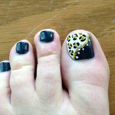 Cheetah toe nails!