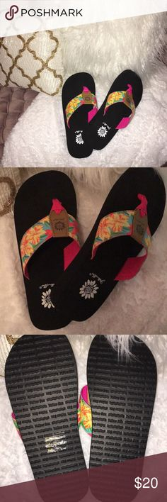 YELLOWBOX FLORAL FLIP FLOPS BRAND NEW!!!!! NEVER WORN!!!! Yellow Box Shoes Sandals