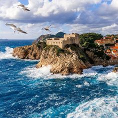 bring you to Dubrovnik Croatia .  Photo by @esejapan . Tag us or use #travelshotba in your images . Follow:  @travelshot.ba @travelshot.eu . . . . . . . . . . #croatiafulloflife #crostagram #lovecroatia #visitcroatia #ig_croatia #hrvatska #instacroatia #croatia_photography #putopis #croatian #igerscroatia #croatiafullofmagic #zagreb #split #osijek #dubrovnik #karlovac #pula #rijeka #sisak #sibenik #croatiangirl #zadar #slavonija #Adventureculture#tourtheplanet #cro #balkan_hdr