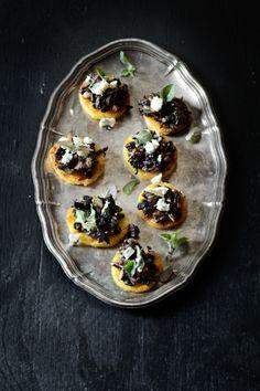 Rapeaa polentaa, sieniä & sinihomejuustoa - ennakkoresepti Suupaloja-kirjasta #suupaloja #rentoapikkuruokaa