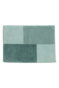 Block-coloured bath mat in sturdy cotton terry with a taped trim. Anti-slip protectors on the back. Do not use this product on heated surfaces. Attic Bathroom, Bathroom Inspo, H&m Deco, North And South America, H&m Home, H&m Fashion, Decoration, Bath Mat, Sweet Home