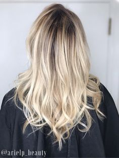 @arielp_beauty  Shadow root, balayage, root smudge, baby lights, summer blonde, blonde, light blonde, natural blonde, loose curls