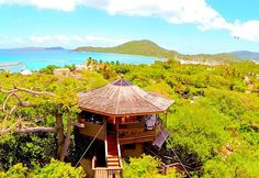 Many tourists regard this as a must-visit Virgin Gorda bar. The setting is something of a kind, with tables arranged around boulders offering spectacular views. The food served is also very good, and they have lobster as well as freshly caught local fish on the menu too.