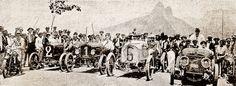"""Carros alinhados antes do início de prova do  """"1o. Campeonato do Qulômetro (Kilômetro)"""". Rio de Janeiro, janeiro de 1920."""