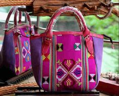 #tenun #buna #NTT #indonesia #woman #fashion #bag