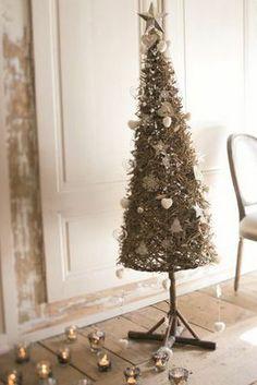 Sapin De No�l Artificiel via decofinder.com Xmas, Christmas Trees, French Country, House Styles, Holiday Decor, Fibres, Nature, Home Decor, Nativity Sets