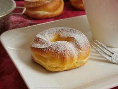 Kdysi jsem dostala recept na věnečky od své tety. Jenže když jsem na ně tentokrát dostala chuť, neměla jsem doma heru, která patří do ... Eastern European Recipes, Something Sweet, Bagel, Doughnut, Rum, Favorite Recipes, Bread, Baking, Anna