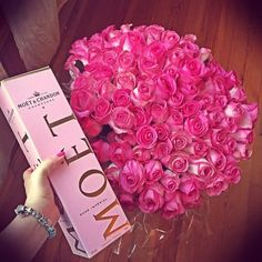 How to Choose Best Valentine's Day Flower Delivery Service in NYC Pretty In Pink, Beautiful Flowers, Flower Delivery Service, Accessoires Iphone, Chocolate Roses, Champagne Party, Luxury Flowers, Moet Chandon, Flowers Online