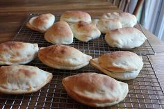 Pizza Pockets (Freezer Friendly) - I wonder how these would taste cold (i.e., for school lunch)
