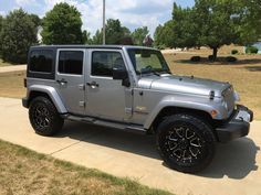 My new baby OlllllllO.  Jeep Wrangler unlimited   Gear rims silver  Sahara
