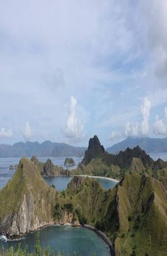 Padar Island is a small Indonesian island between the islands Rinca and Komodo, and is a part of the Komodo National Park. Komodo National Park, National Parks, Cheap Web Hosting, Backpacking, River, Island, Pictures, Outdoor, Photos