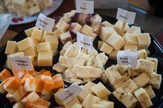 Roadtrip gustatif au Saguenay: vin Cheddar, Dairy, Cheese, Canada, Food, Recipe Of The World, Cheddar Cheese, Essen, Meals