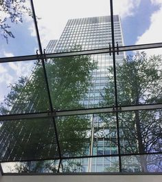#Canary_wharf #buildings #architecture #london #london_city #instalondon #lifeinlondon #ilovelondon #lifeinthecity #igerslondon #happydays by yiota_papathoma