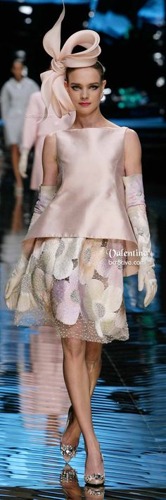 Valentino Pale Pink Skirt and Top with Bow Hat - Farewell Collection Women's Couture Fashion, Runway Fashion, High Fashion, Womens Fashion, Mode Rose, Italian Fashion Designers, Couture Collection, Beautiful Dresses, Dress Up