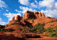 Top 10 tourist attractions in Arizona. Explore sightseeing, travel destinations & fun things to do in Arizona at famous attractions like Grand Canyon, Hoover Dam, Sedona, Monument Valley. Arizona Road Trip, Arizona Travel, Sedona Arizona, Arizona Usa, Phoenix Arizona, Places To Travel, Places To Go, Sedona Hikes, Sedona Red Rock