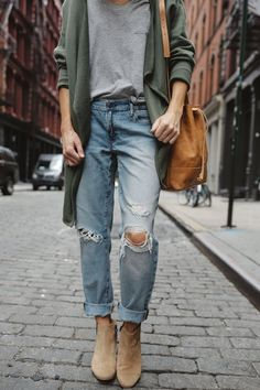 Elegant Outfits That Will Turn Looks At The Races - - 60 Chic Cardigan Outfits You Cant Go Wrong With Outfit Jeans, Lässigen Jeans, Cardigan Outfits, Jean Outfits, Fall Outfits, Cute Outfits, Fashion Outfits, Formal Outfits, Jeans And Tshirt