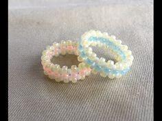 丸小ビーズ1種類と丸大ビーズ2種類を使って指輪を作りました 針で編むビーズステッチのような感じです。 丸大1種と丸小で交差編みをして大きさを決め、その周りを丸大ビーズで周る編み方です。 <材料> 丸小ビーズ1色、丸大ビーズ2色、2号~2.5号テグス(50cm) 指輪のサイズ棒代わりのマッキー(持つところが円錐状の...