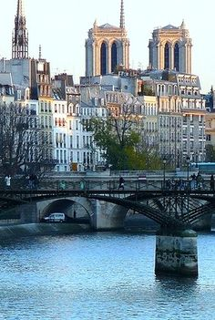 La Seine, Paris /lnemni/lilllyy66/ Find more inspiration here: http://weheartit.com/nemenyilili/collections/88742485-travel