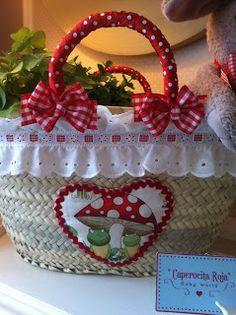 Little Red Riding Hood: straw baskets - Diy Fabric Basket Ikea Basket, Fabric Basket Tutorial, Recycled Plastic Bags, Diy Sac, Clothes Basket, Craft Bags, Basket Decoration, Red Riding Hood, Little Red