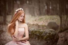 рыжая - Девушка в лесу