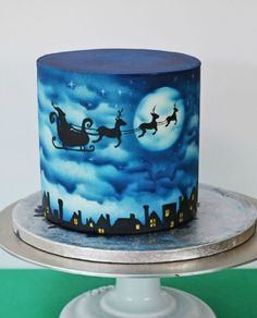 While parents go for a more cartoon-themed Christmas cakes, childless couples are seen opting for the more rustic ones. get some Christmas cake decor ideas Christmas Themed Cake, Christmas Cake Designs, Christmas Desserts, Christmas Treats, Christmas Baking, Christmas Cakes, Xmas Cakes, Winter Torte, Airbrush Cake
