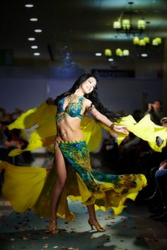 Bellydance Vogue: The peacock costume!