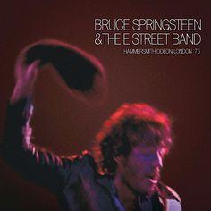 BRUCE SPRINGSTEEN – HAMMERSMITH ODEON LONDON '75 Vinyl liefhebbers opgelet! Dit is de legendarische integrale opname van het allereerste concert dat Bruce Springsteen ooit buiten de Verenigde Staten gaf. Eerder verscheen het als bootleg, als DVD en als CD maar vanaf dit jaar is het eindelijk ook op LP verkrijgbaar. 4LP zelfs. Tijdens Record Store Day was er een beperkte oplage maar nu is Hammersmith Odeon, London '75 er voor iedereen. Hoor de Born To Run Tour uit 1975 met hits als Born To…