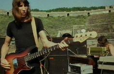 Pink Floyd, Roger Waters - Live in Pompeii David Gilmour Pink Floyd, David Gilmour Live, Pink Floyd Live, Pink Floyd Art, Classic Blues, Classic Rock, Pink Floyd Pompeii, Musica Punk, Rock Y Metal