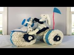 65 Ideas motorcycle diy decor diaper cakes tutorial for 2019 Tricycle Diaper Cakes, Diaper Motorcycle Cake, Diaper Bike, Diaper Cakes Tutorial, Diy Diaper Cake, Diaper Cupcakes, Baby Shower Presents, Baby Shower Gifts, Baby Gifts