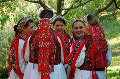 Folk Dance, Traditional Outfits, Hungary, Folk Art, Ethnic, Costumes, Clothing, Style, Muslim Women Fashion