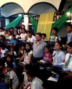 Premiación del concurso de matemáticas intercolegial en el Plan 3000, Villa 1ro de Mayo y la Pampa de la Isla.  Muy felices los 54 niños premiados con computadoras.