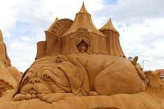 Sand Art - An Amazing Art : Pictures & Wallpapers Ice Art, Snow Sculptures, Dog Sculpture, Snow Art, Construction, Pug Love, Beach Art, Types Of Art, Oeuvre D'art