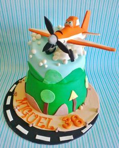 Planes Disney cake :) - plane made with gum paste - https://www.facebook.com/pages/Sweet-F%C3%A9lix/188750644604046
